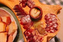 斯洛文尼亚真奇怪 熊掌是道菜! 在这里吃饭,感觉自己吃了一片森林的动物! 斯洛文尼亚厨房ฅ•̀∀•́