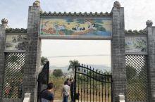 这样的古式大门,也是一件精致的艺术品.....