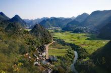 万峰林景区!坐在观光车上一路游览,重要好的景观司机会停车让游客拍照!上山到达顶部要爬99节台阶,然后
