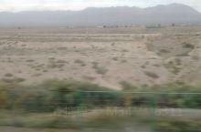 一路向西去新疆,这一路经过了好多城市,也有很多的隧道。还有大山的连绵起伏,戈壁滩的荒凉萧索。