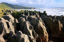 千层薄饼岩,层峦叠嶂,造型奇异,有如薄薄的脆饼,蔚为壮观