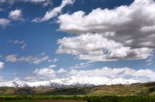 蓝天、白云、有山、有树,看着心情舒畅