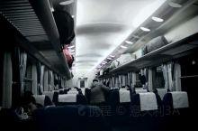 晚归的火车。