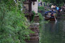 """""""上有天堂,下有苏杭,中间有个周庄""""。周庄,有着天下第一水乡的美誉。苏州昆山市的周庄因水成街,因水成"""