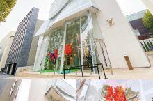 快来LV 首尔旗舰店打卡,建筑鬼才Frank Gehry 设计的网红新地标不能错过! 这个旗舰店位于