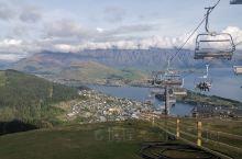 皇后镇缆车加晚餐 皇后镇是新西兰旅游的核心,缆车加晚餐更是最热门的项目。皇后镇被认为是新西兰最美丽的