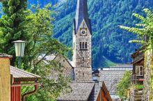 这座位于阿尔卑斯山脚下的奥地利小镇 哈尔斯塔特 和天堂的样子简直如出一辙 这个只有1000人口小镇