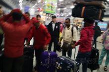 印度见闻之二十 阿格拉 昨晚火车到达阿格拉后,入住阿格拉克拉克斯施拉兹酒店。我们住宾馆或乘火车时的所
