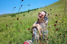 让人流连忘返,魂牵梦绕的地方,想每年暑假都去一次的地方。 蓝天白云,一望无际的草原,像极了电脑桌面。