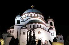 圣萨瓦大教堂的夜景,正好赶上了钟声,可以住在周边哦,饭店好吃的地方很多,然后打车去米哈大街也不远。