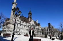 蒙特利尔市政厅 提到蒙特利尔,首先想到的是圣母大教堂,圣约瑟圣堂,皇家山公园,麦吉尔大学,以及圣凯瑟
