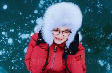 老白山 雪村  冰雪早已覆盖我的足迹 远方的炊烟摇曳温暖的召唤 风儿无法吹断我回望的视线 家园好像永