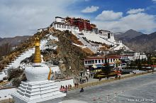 西藏 拉萨 布达拉宫。 布达拉宫;海拔3700米,依山垒砌,群楼重叠,是藏式古建筑的杰出代表,中华民