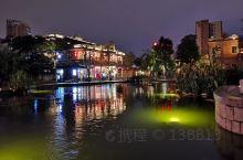 """五店市传统街区是晋江城区的发源地,具有闽南特色的""""皇宫起""""红砖建筑,街区里有保存完好的明清、民国等建"""