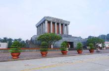 巴亭广场位于越南社会主义共和国首都河内市市中心, 面积约有天安门广场的三分之一。是越南举行集会和节日
