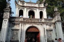 越南绝对是景点门票最便宜的旅游国家了。大多数景点的门票不是30,000盾,就是40,000盾,折合人