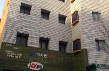 目前韩国最大的药材市场。几条街道里所有店铺都是药店,离着大老远就能闻到一股子药味,而且主要是各种人参