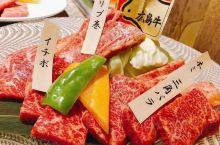 广岛烧和牡蛎都是当地名产,前者就随风吧,印象最深的是昨天在一片枫叶下吃的烤牡蛎,海鲜里面有广岛生蚝,