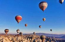 热气球乘坐一般是在土耳其的卡帕多西亚 !那里是世界文明的热气球圣地之一!因为他全年大多数时候 风力不