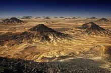 在地球上就能领略来自外星球的风景——黑白沙漠  前往黑白沙漠最好的方式 就是驾驶越野车 从开罗出发