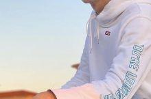 意大利小哥哥教你海边怎么摆拍 比萨鹅卵石海滩  【景点攻略】大家熟知比萨应该是比萨斜塔吧,那么大家知