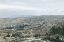 尼伯山位于约旦,离马赛克之城不远。 据《圣经》第34节记载,犹太教的创始人——摩西在此度过了生前的最