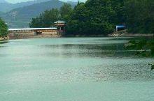 青山湖位于南昌市区东郊,这里是散步和休闲的好地方,湖岸曲折迂回,湖面碧波浩森,景色秀丽,有些景点很有