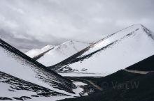 翻越5190米那根拉垭口雪下的越来越大,冰封的纳木错,绵延的雪峰云就落在了上面。