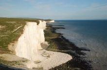 英国布莱顿的sevensister,据考证这个白色的断层行形成在白垩纪,公园保持了很原始的自然风光,