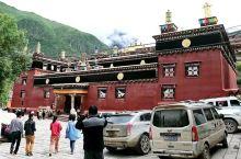 更庆寺是川西最有历史和文化的寺庙,这里已经有290年历史,但现在仍在使用最原始的木版印刷,沿袭着上千