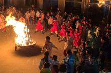 【乌兰布统草原】篝火晚会  位于内蒙古自治区赤峰市克什克腾旗西南部,曾是清朝皇家木兰围场区。乌兰布统