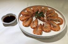 广州酒家名不虚传,价格合理,服务到位。特价菜非常好吃,推荐盲点,就是烧鹅早早售完了。