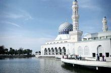 水上清真寺,还是挺漂亮的