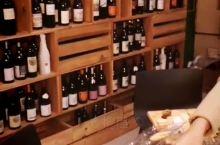 约堡就可以品尝到这么多的南非开普敦葡萄酒,价钱合适。休闲好去处。