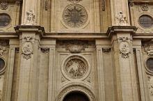 匆匆路过格拉纳达,入内参观了格拉纳达大教堂。品尝了西班牙著名的生火腿,唇齿留香。