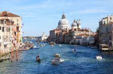 举世闻名的水上都市威尼斯。