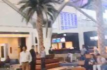 一大早,送朋友回国。 阿曼马斯喀特的新机场。
