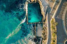 澳大利亚小众去处悉尼网红地标潮汐泳池 墨客旅行带你打卡澳新地区地标景点~ 在悉尼邦迪海滩,有一处潮汐