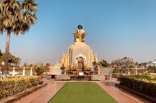 Pagoda (Slang: ພະ ທາດ ຫຼວງ Pha That Luang, meaning