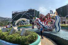 香港海洋公园,来香港比打卡的一个景点。 既有刺激的过山车,跳楼机,激流勇进等,也有可爱的科普馆看看海