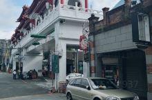 大溪老街是位於台灣桃園市大溪區上的歷史景點,主要是指大溪鎮上的和平路與中山路。          而