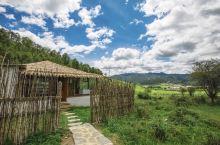 一家坐拥河谷绝色美景的庄园  今天介绍的是在香格里拉发现的一家宝藏民宿—仁安山谷270度帐篷庄园,