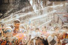 #泰国泼水节  曼谷Silom的街头激战!有了去年的湿身经验,今年把装备带全了,护目镜,相机防水罩,