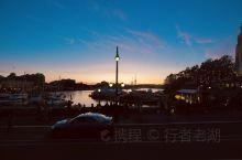 黄昏时分,我们的红宝石公主号邮轮和另外两艘邮轮都停靠在加拿大的维多利亚,这个位于温哥华岛最前沿的海滨
