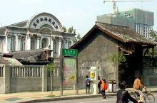 平安桥天主教堂是天主教成都教区的主教座堂,位于四川省成都市西华门街(原平安桥街)29号。它最初建于1