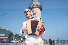 街头手风琴艺人,不止优雅。