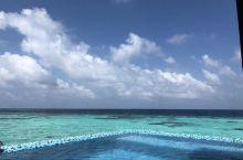 满月岛离马累真的好近,我们的水屋位置也不错,绝对是度假胜地!视野也好,房间可以直接通向海里 真的太美