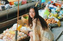 在丹嫩沙多水上集市,划小船在市场上购物,真的是别有风情。这里的芒果糯米饭很好吃,泰国香米是回国后都想