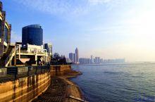 芜湖滨江公园就是依靠芜湖市城西长江沿岸而建成的。2011年11月,国家水利部正式批准芜湖市滨江水利风