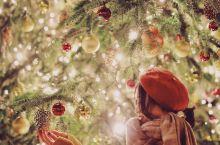 如何和圣诞树合影&手机摄影师养成(胶片风App推荐) 很多人和圣诞树合影喜欢拍一整棵树,其实这样并不